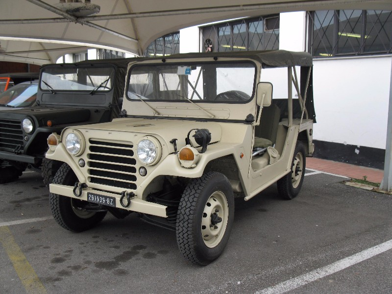 The classic car finder ford mutt m151 perini 1980 for Garage jeep luxembourg